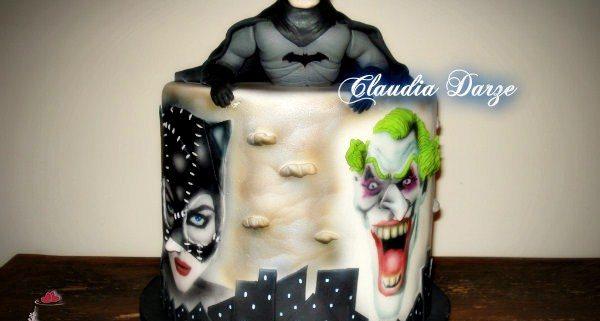 Bolo Batman com Coringa e Mulher Gato com pintura em aerografia
